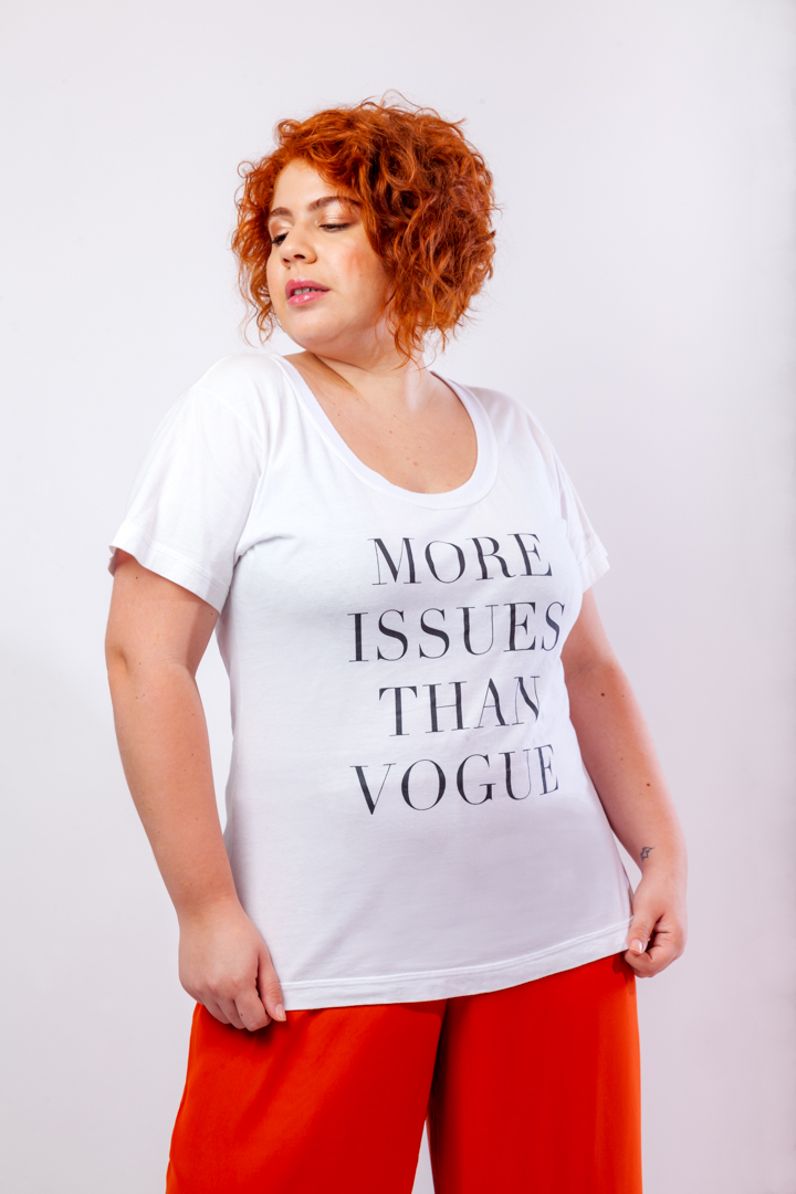 """CAMISETA """"MORE ISSUES THAN VOGUE"""""""