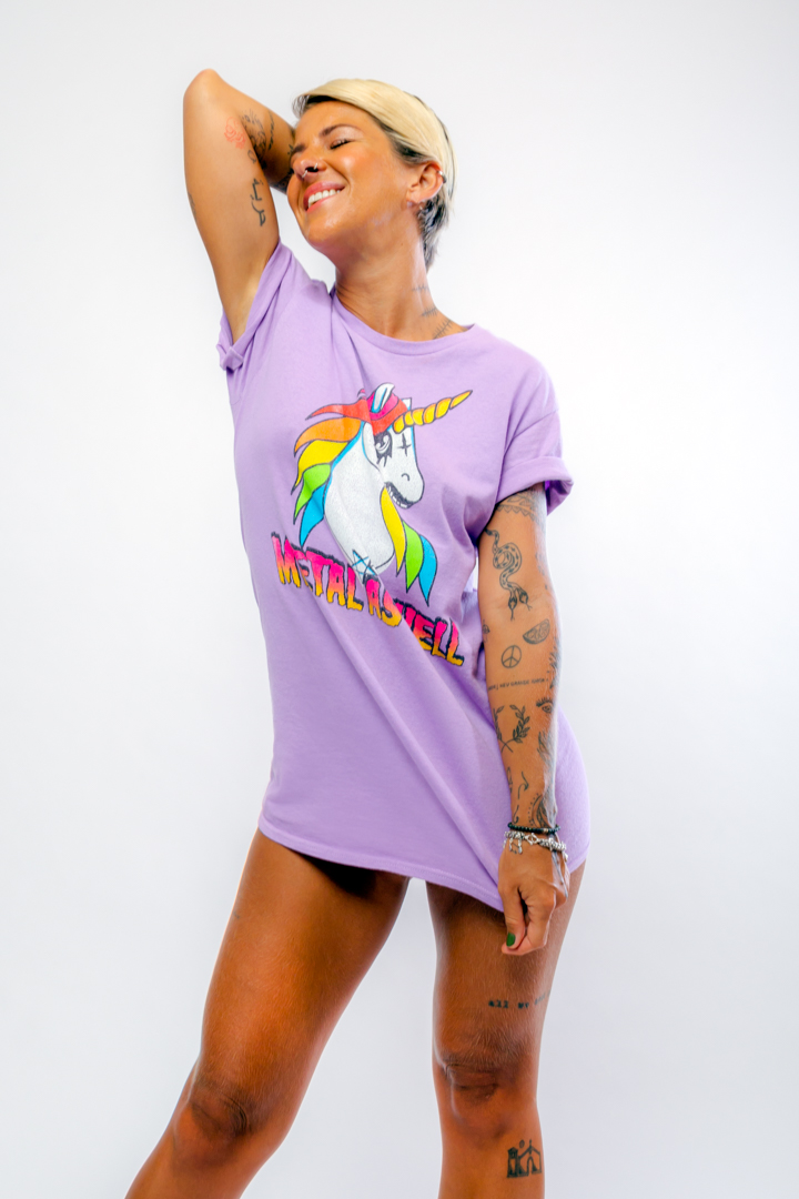 CAMISETA UNICORNIO METAL AS HELL DETALHE